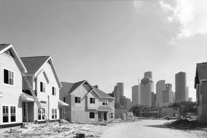 New suburban-style construction at Allen Parkway Village after destruction of historic public housing. Published in Cite 46, Fall 1999. Photo: Hester + Hardaway.