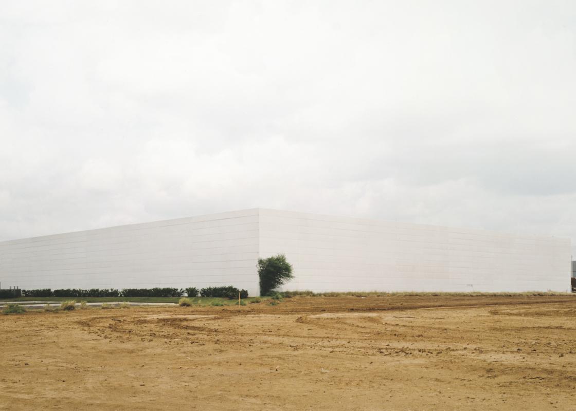 Untitled (white building with bush), 2000. Photograph Victoria Sambunaris.
