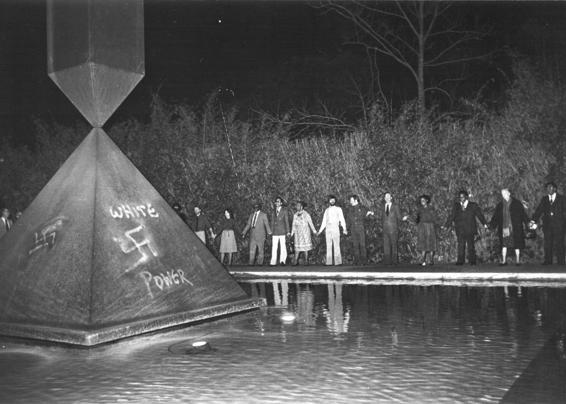 A gathering to denounce racism after the vandalization of Broken Obelisk, January 1979. Courtesy Hickey-Robertson/Rothko Chapel Archives via ARTnews.