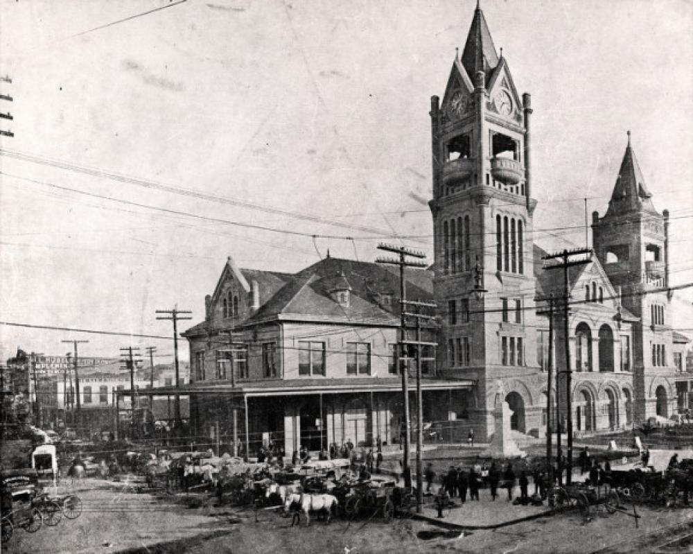 Market Square with Houston City Hall, completed in 1904.