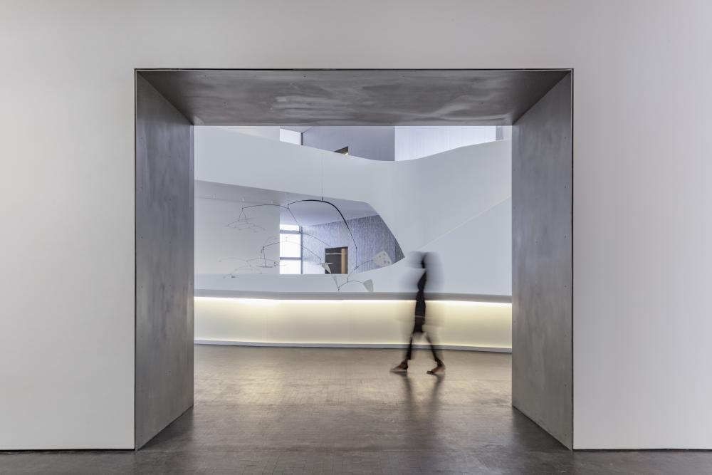 View of the atrium from a gallery in the new Nancy and Rich Kinder Building at the Museum of Fine Arts, Houston. © Richard Barnes, courtesy of the Museum of Fine Arts, Houston.
