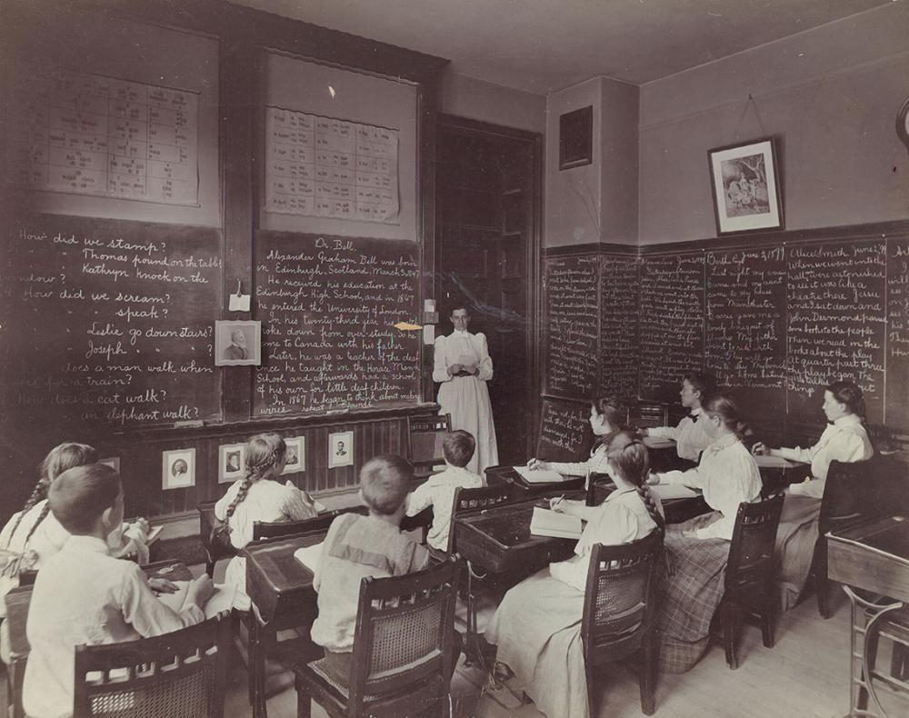 Boston school classroom, 1899. Public Domain.