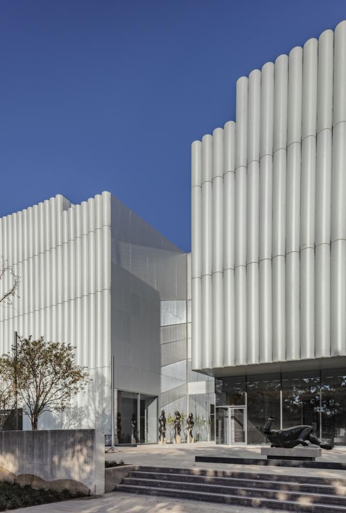 The Nancy and Rich Kinder Building at the Museum of Fine Arts, Houston, west facade. © Richard Barnes, courtesy of the Museum of Fine Arts, Houston.