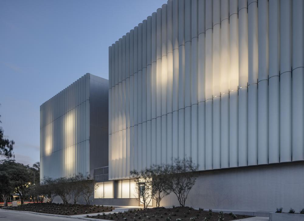 The Nancy and Rich Kinder Building at the Museum of Fine Arts, Houston, north facade. © Richard Barnes, courtesy of the Museum of Fine Arts, Houston.