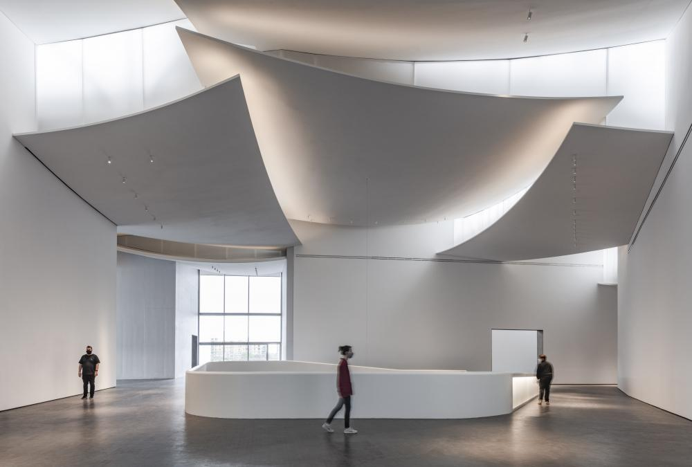 The Nancy and Rich Kinder Building at the Museum of Fine Arts, Houston, third-floor atrium. © Richard Barnes, courtesy of the Museum of Fine Arts, Houston.