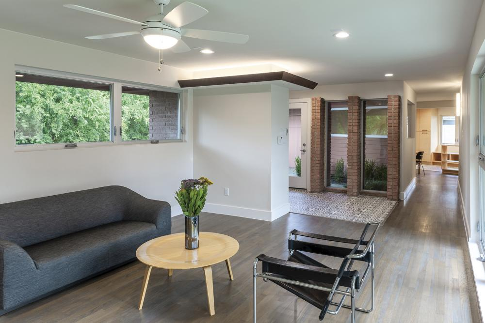 2316 Harlem Street, Houston, TX. Interior view of living room and entry. Renovation by Parra Design Group, 2019. Original architect unknown. Image courtesy of Parra Design Group.